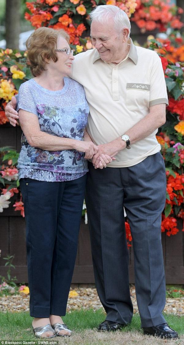 Lạc mất nhau gần cả đời người, định mệnh dẫn lối giúp cặp đôi 'yêu lại từ đầu' sau 60 năm xa cách