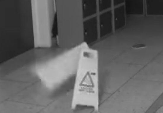 Camera trường học ghi lại hình ảnh rợn người về sự hiện diện của hồn ma