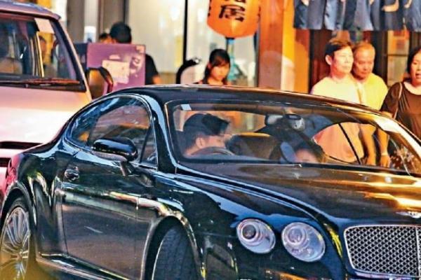 Quý tử của Thành Long hẹn hò thiên kim tiểu thư đẹp nức tiếng của trùm sòng bài Macau