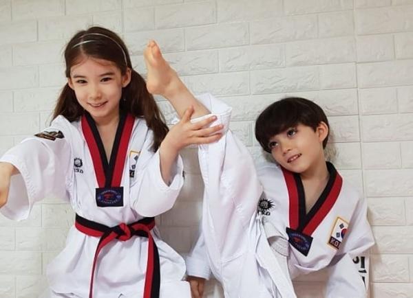 Cặp chị em lai Hàn - Canada đẹp như 'được gửi xuống từ thiên đường' ngày ấy và bây giờ