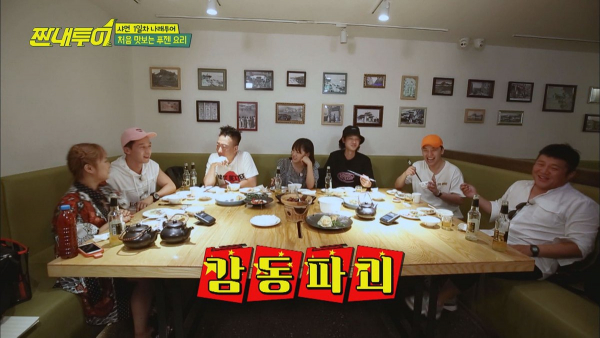 Yêu cầu Sejeong (Gugudan) rót bia, Seungri (Big Bang) bị 'ném đá' vì hành động vô duyên