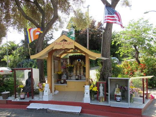 Chuyện lạ có thật: Khu phố tệ nạn giảm đến 82% tỷ lệ tội phạm nhờ bức tượng Phật nhỏ bé đặt ở ngã ba đường