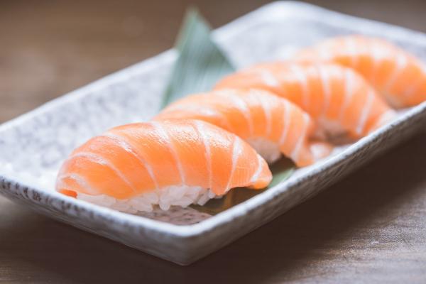 Một người Hàn Quốc phải cưa tay vì nhiễm vi khuẩn nguy hiểm từ việc... ăn sushi
