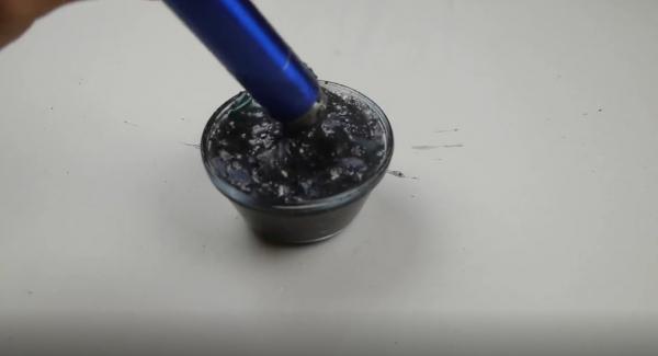 'Tiếc đứt ruột' với màn tra tấn iPhone X bằng máy xay sinh tố