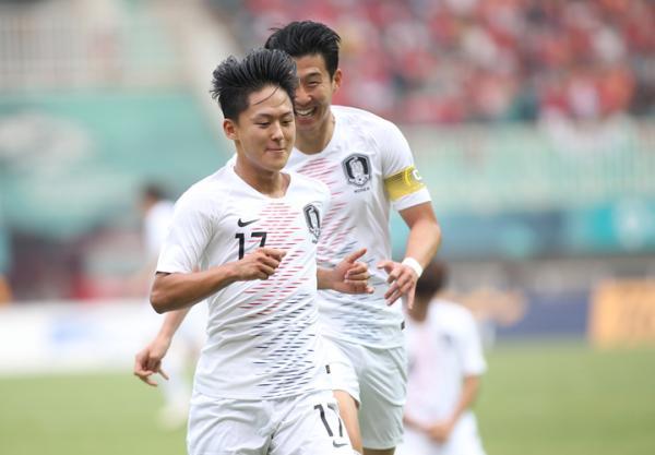 'Hung thần' hai lần phá lưới đội tuyển Việt Nam vừa về nước đã được khen đẹp trai không thua gì idol