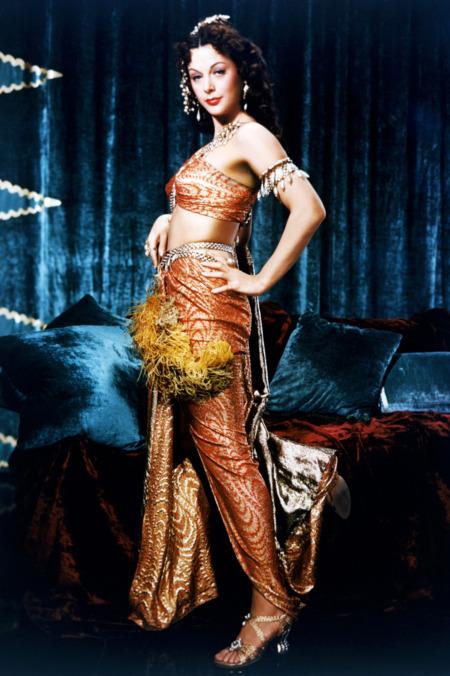 Edith Head - 'bà tiên' của Audrey Hepburn, Grace Kelly và các minh tinh Hollywood đã sống cuộc đời huyền thoại ra sao?