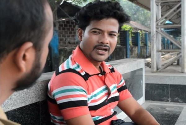 Chuyện thật như phim: Chàng trai Ấn Độ trúng tiếng sét ái tình, dán 4000 tấm poster để tìm 'nàng thơ' tình cờ gặp trên tàu