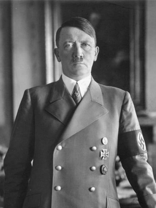 Hitler và Stalin cùng là khách quen một quán cà phê hay câu chuyện về những trùng hợp ly kỳ trong lịch sử
