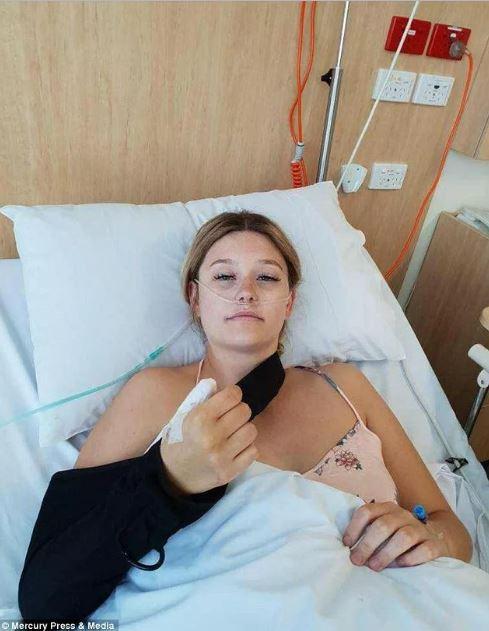 Thường xuyên cắn móng tay, cô gái trẻ bàng hoàng khi biết mình mắc phải bệnh ung thư hiếm gặp