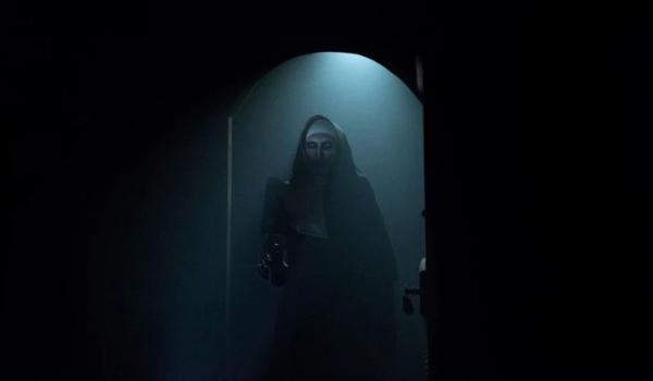 16 bài học nhớ đời từ bộ phim 'The Nun' giúp bạn hiểu ra chân lý 'đã sợ ma thì đừng tò mò'