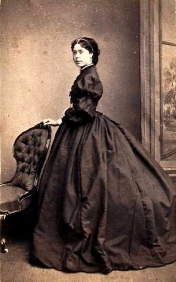 Váy phồng - trang phục từng gây nhiều cái chết thương tâm nhưng hội 'Rich kid' thế kỷ 19 vẫn đua nhau mặc