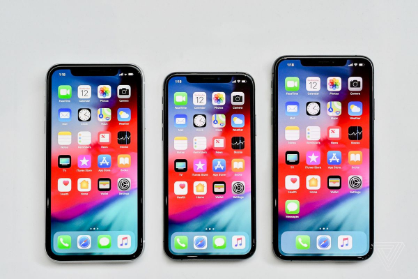 Các nhà nữ quyền chê bai thiết kế của iPhone mới 'quá lớn so với tay phụ nữ'