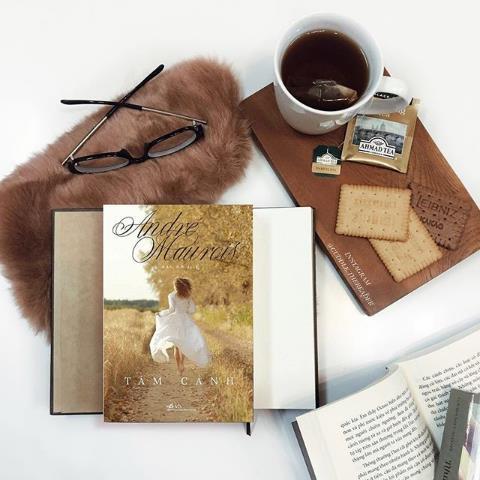 Bìa sách đẹp - Món 'phụ kiện' không thể thiếu để cư dân mạng 'sống ảo' ngày nay