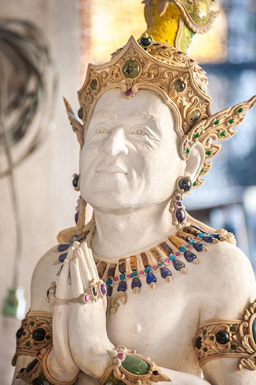 'Đền David Beckham' ở Thái Lan: Không chỉ thờ Phật mà còn thờ... siêu anh hùng Marvel và anime Nhật Bản