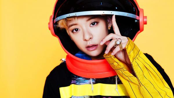 Khi Idol K-Pop nổi hứng làm Youtuber: Hóa ra ở nhà thần tượng cũng rảnh và 'nhây' như chúng ta cả thôi!