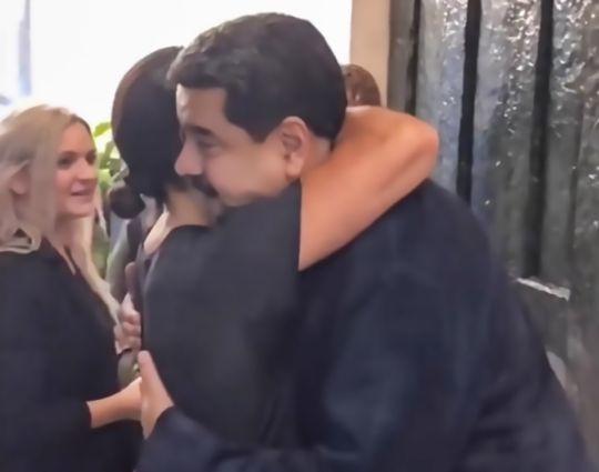Tổng thống Venezuela ung dung ăn bò bít tết của đầu bếp nổi tiếng khi cả nước đang lâm nạn đói