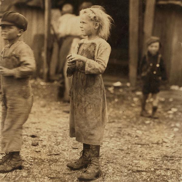 Lao động trẻ em và những khoảnh khắc khiến trái tim người lớn thắt nghẹn