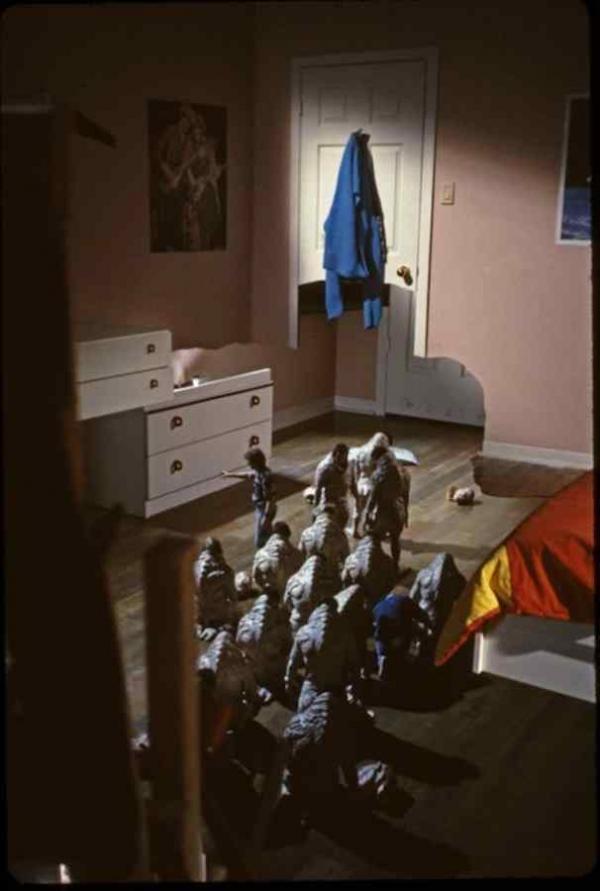 Xem ảnh hậu trường của loạt phim kinh dị đình đám mới thấy nỗi sợ của mình thật trẻ con (Phần 2)