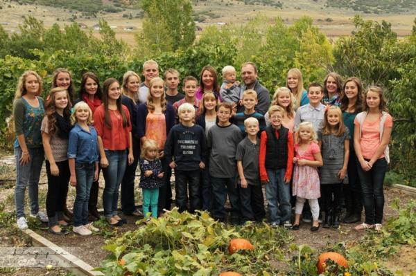1 chồng, 5 vợ, 25 đứa con - thế mà gia đình này vẫn sống rất đầm ấm hạnh phúc