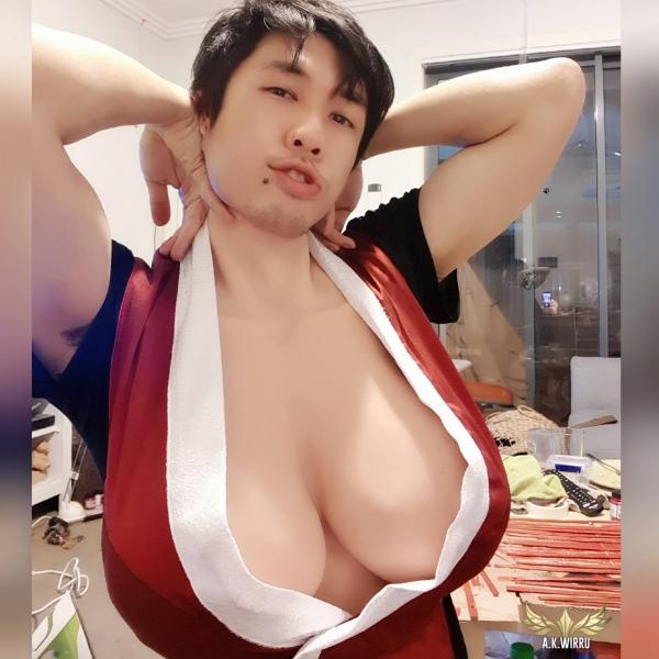 Bí quyết vừa hài vừa độc để cosplayer nam có thể hóa thân thành nhân vật nữ 'mông to ngực bự'