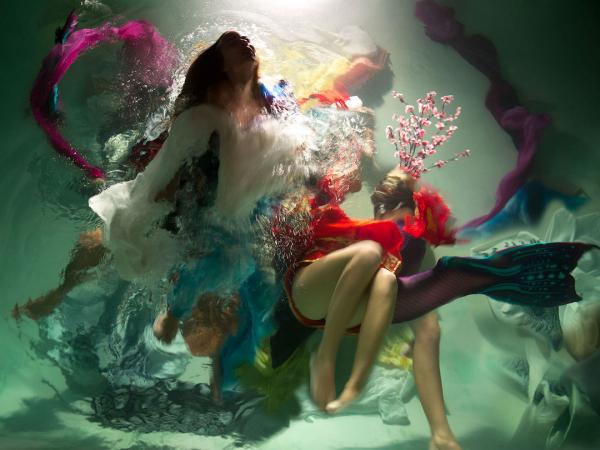'Muses': Bộ ảnh chụp 100% dưới nước giúp ta hiểu thế nào là vẻ tuyệt mỹ của nghệ thuật