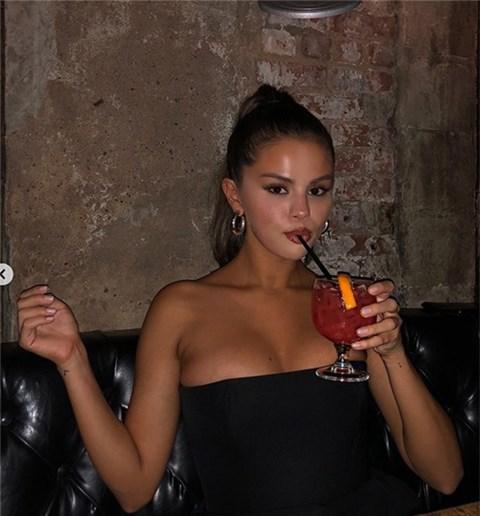Vì sao Selena Gomez thẳng tay xóa bức ảnh 'gây sốt' thế giới và có giá trị nhất Instagram của mình?