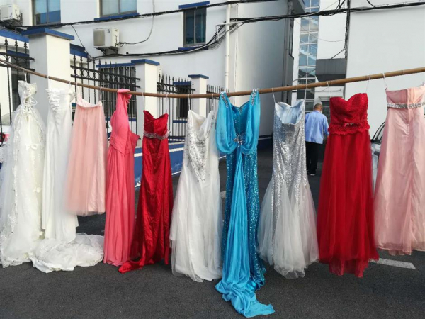 Người đàn ông ly hôn vợ ăn cắp 73 chiếc váy cưới để có cảm giác kết hôn lần nữa