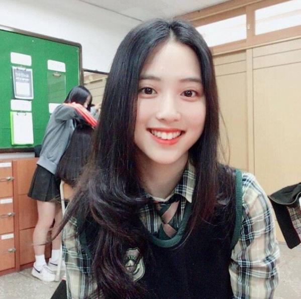 Công ty con của YG sẽ ra mắt nhóm nữ cực chất có Jeon Somi và thực tập sinh người Việt Nam?