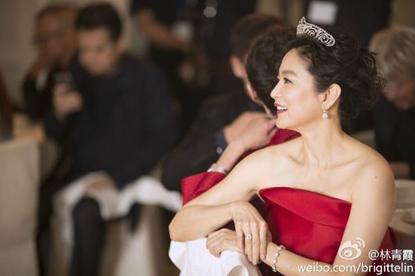 'Đại mỹ nhân' Lâm Thanh Hà ly hôn vì chồng ngoại tình, nhận 2 tỷ đô-la HK cấp dưỡng ở tuổi 63?