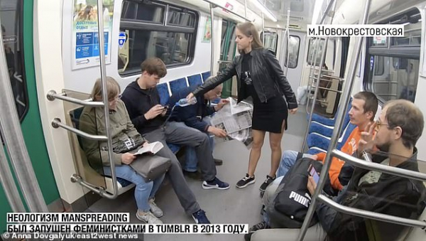 Phản đối đàn ông ngồi dạng chân, nhà nữ quyền Nga... đổ nước tẩy vào quần các nam giới trên tàu