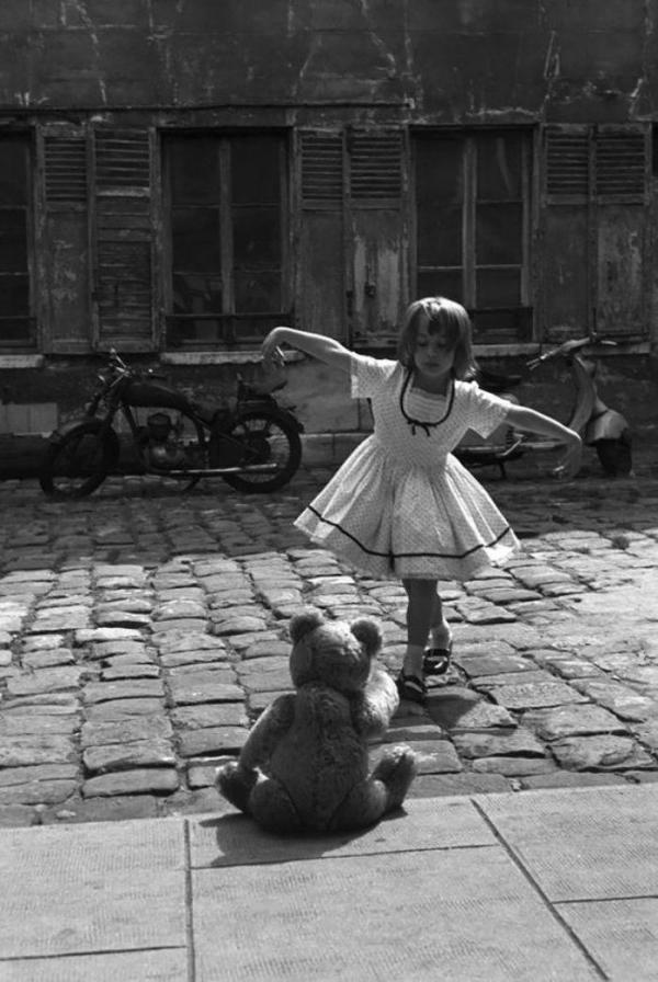 Những bức ảnh đen trắng chứa một trời niềm vui và khiến ta bất giác mỉm cười