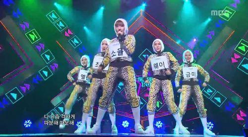 6 bộ đồ diễn của idol K-Pop sẽ khiến bạn liên tưởng tới những thứ kì lạ