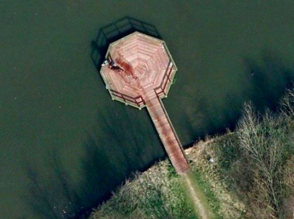 18 hình ảnh gây xôn xao dư luận một thời do Google Earth chụp lại