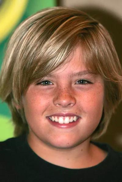 Không thể tin hai chàng bạch mã hoàng tử này là sao nhí phim 'Zack And Cody' đình đám 10 năm trước