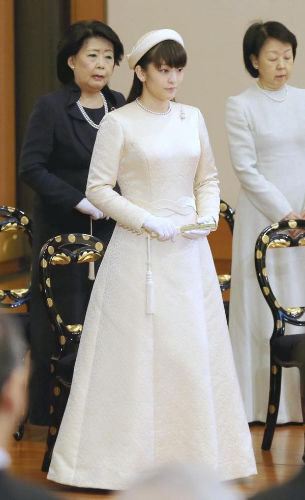 Hôn phu của công chúa Nhật Bản thiếu tiền du học, phải hoãn cưới vì nợ nần