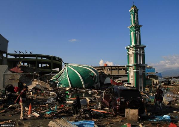 Sốc trước bức ảnh vệ tinh cận cảnh một ngôi làng xóa sổ sau thảm họa động đất - sóng thần ở Indonesia