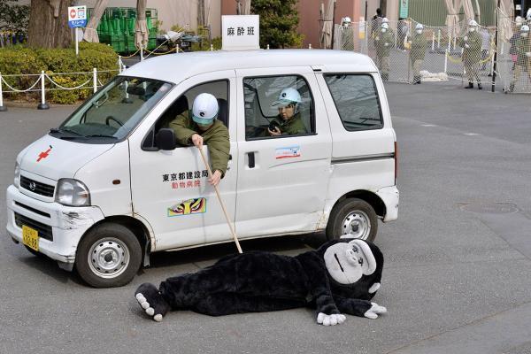 Hài hước chuyện 'tập huấn bắt thú thoát thân' ở Nhật Bản