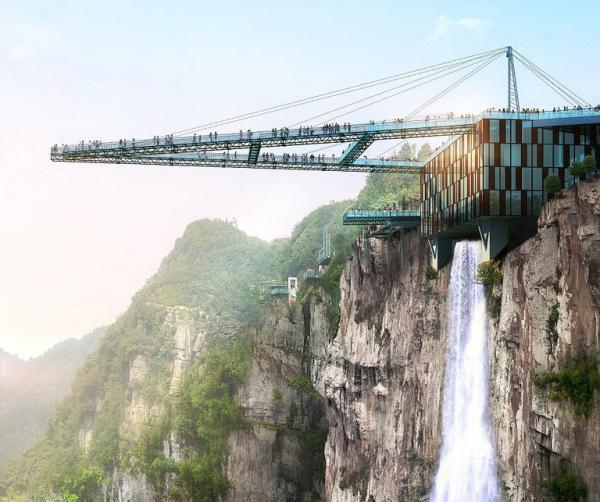 Du khách 'gom hết may mắn cả đời' để sống sót trong khoảnh khắc dây an toàn tuột mất khi nhảy qua cầu treo