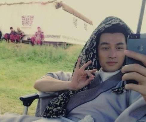 Cười té ghế với 'hoạt động ngoài giờ' của các diễn viên Hoa ngữ khi không quay phim
