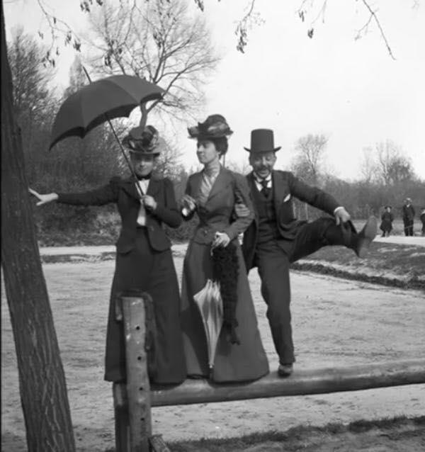 Chụp ảnh thời Victoria: Ai bảo người xưa không thích 'chơi lầy' khi pose hình tự sướng?