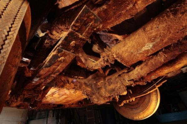 Chôn xe sang dưới lòng đất 50 năm để thành 'kho báu', đến khi khai quật ai nấy đều 'câm nín'