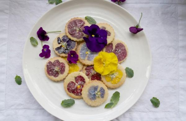 Chiêm ngưỡng vẻ đẹp ngon lành của món hoa ướp đường