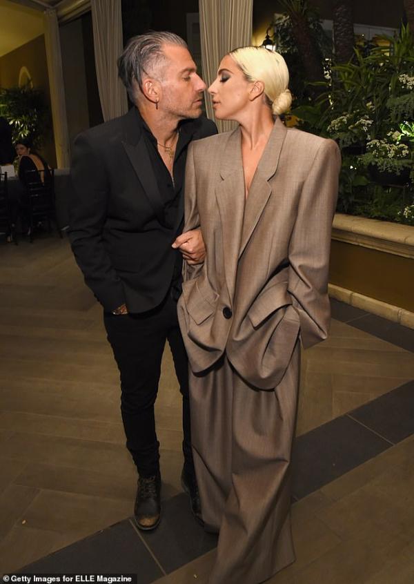 Lady Gaga tuyên bố đính hôn với Christian Carino - người 'săn việc' cho những ngôi sao Hollywood