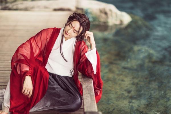 15 người mẫu nam cổ trang đẹp nhất năm 2018: Khi đàn ông còn 'câu hồn đoạt phách' hơn cả mỹ nhân