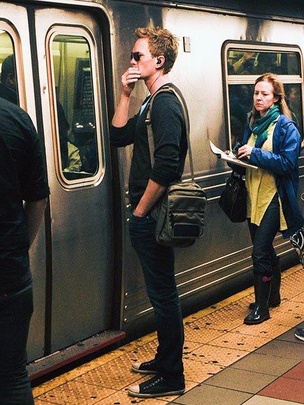 Nghìn lẻ một chuyện thú vị khi bắt gặp sao Hollywood đi tàu điện ngầm