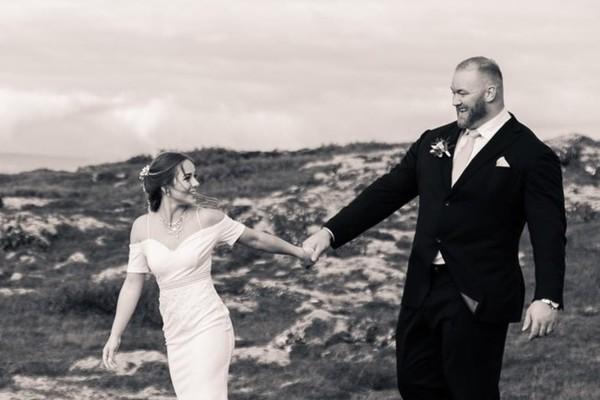 'Ngọn Núi' khổng lồ của 'Game of Thrones' thông báo kết hôn với bạn gái 1m58