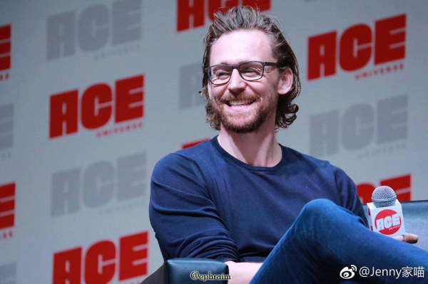 Cảnh 'Get help' giữa Thor và Loki là cảnh quay ứng biến Tom Hiddleston thích nhất trong vũ trụ Marvel