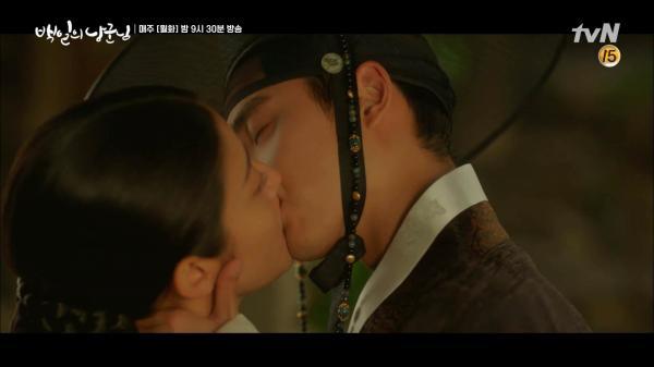 'Lang Quân' tập 14: Sau khi trao nụ hôn cuối đắm say với Thế tử, Hong Shim sẽ kết hôn với người khác?
