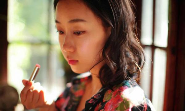 Ra đường ai cũng giống ai, phụ nữ Hàn Quốc bắt đầu chán ngán và chống lại tiêu chuẩn về nhan sắc