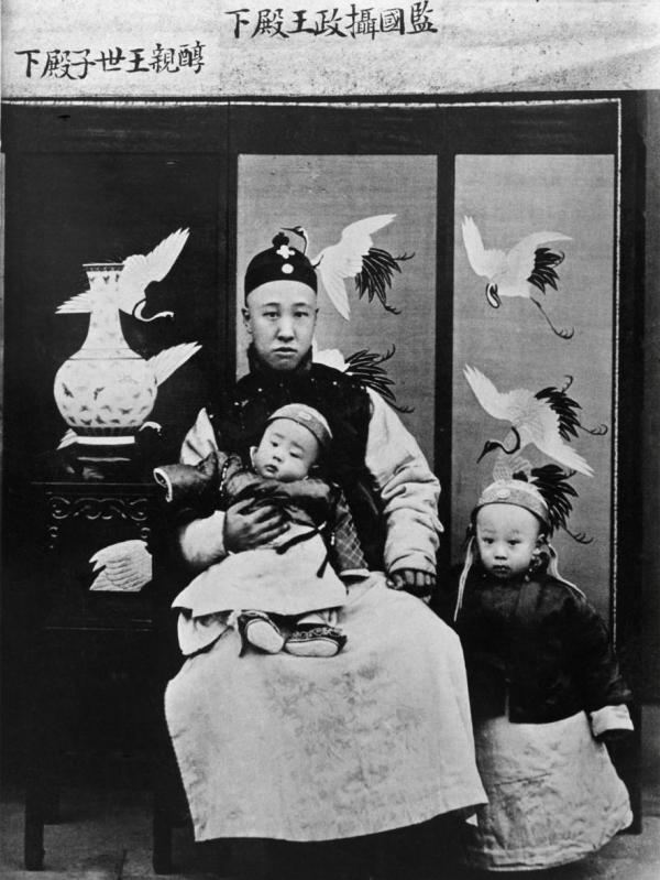Hoàng tộc ăn mặc 'sang chảnh' thế nào trong lịch sử, câu trả lời nằm trong 25 bức hình này